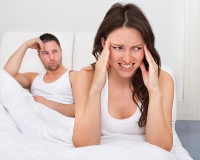 gefrustreerde vrouw in bed